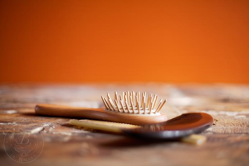 démêler les cheveux avec brosse ou peigne
